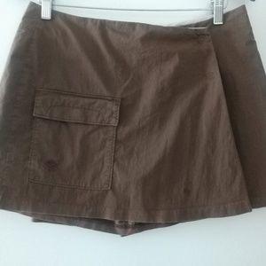 Mountain Hard Wear Skorts size 8. Brown excellent.